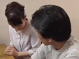 jeune belle fille japonaise pelotee puis baisee